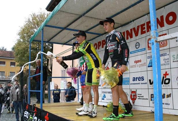 Brindisi sul podio (Foto Berry)