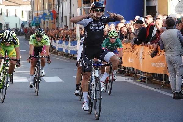 Kamberaj sprint vincente ad Acquanegra sul Chiese (Fotoservizio Pisoni)