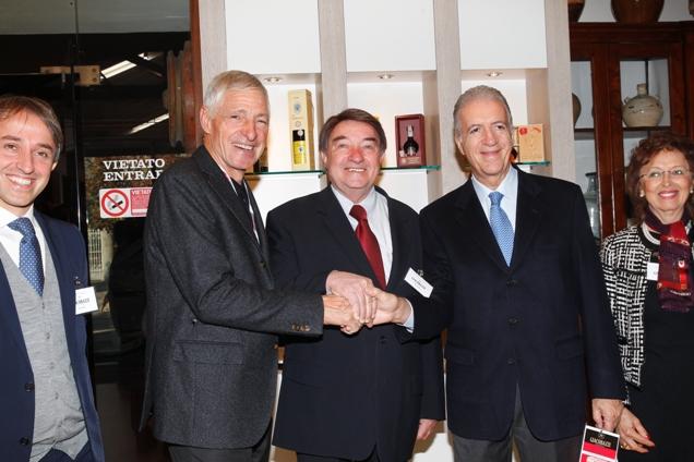 Da sx, Francesco Moser, Giacobazzi e Ing. Piero Ferrari (Foto Soncini)