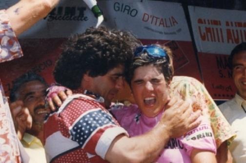 Vittoria nel Giro d'Italia 1994 - Michela abbraccia suo padre Brunello