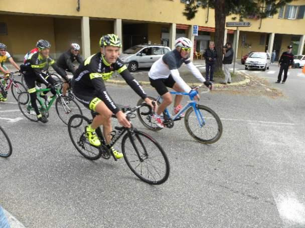 Dr Iseni e Moser in testa al gruppo all'arrivo a Cassano Magnago - Domenica 27.10.2015