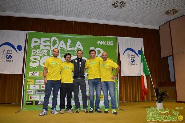 05.11.15 - Il Gruppo Dirigente Pedala per un Sorriso con la centro il Campione Ivan Basso Presidente Onorario della Associazione.