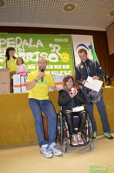 05.11.15 - La benemerita Marina Rotondi premiata dal Presidente Centomo e dal Campione Ivan Basso.