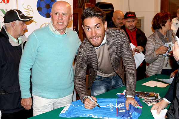 Nizzolo firma autografi (Foto Kia Castelli)