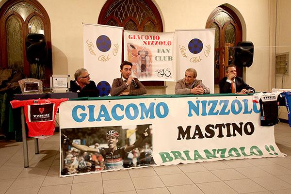 Tavolo Presidenza del Fans Club Giacomo Nizzolo (Foto di Kia Castelli)