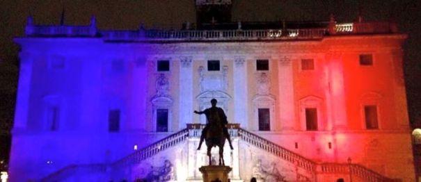 13.11.2015 - Palazzo Eliseo e Colori Bandiera Francia