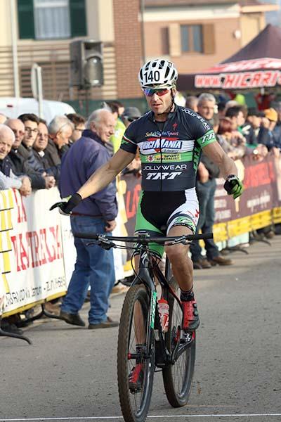 Ivan Testa vince a Costamasnaga (Foto di Kia Castelli)