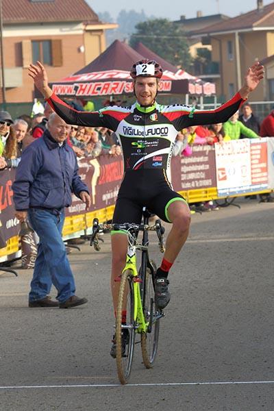Fabio Alfonso Todaro vince tra gli Elite-U23  8Foto Kia Castelli)
