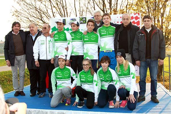 Tommaso Bettuzzi con tutti i neo Campioni Regionali lombardi di Ciclocross Allievi 1^ anno (Foto Kia Castelli)