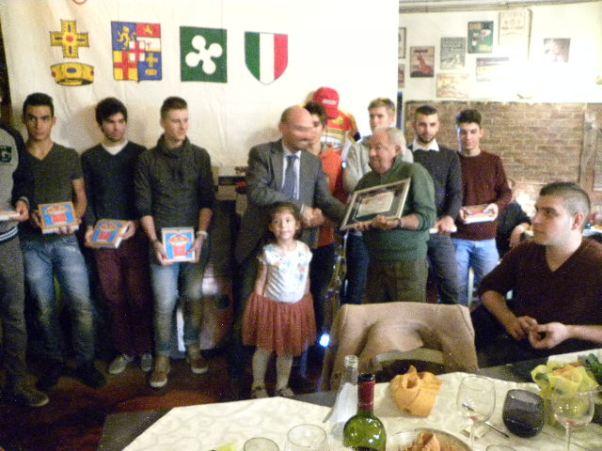 Premiazione DS Tino Conca con i suoi Juniores (Foto Nastasi)