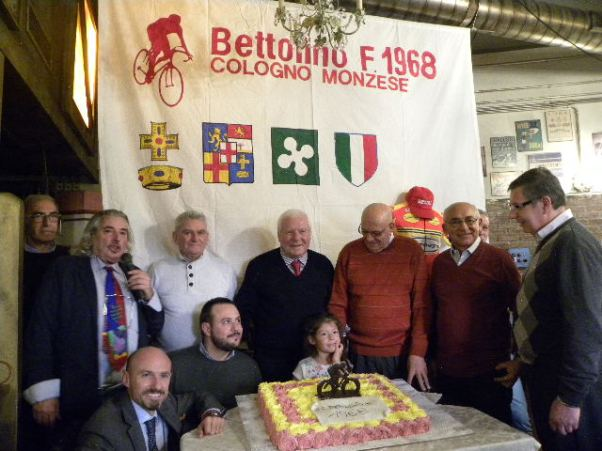 Consiglio Direttivo al taglio della torta (Foto Nastasi)