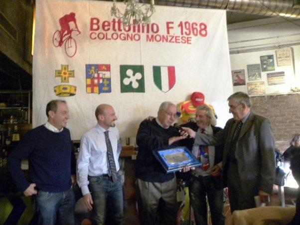 Gino Turati riceve il Premio Una Vita per il Ciclismo (Foto Nastasi)