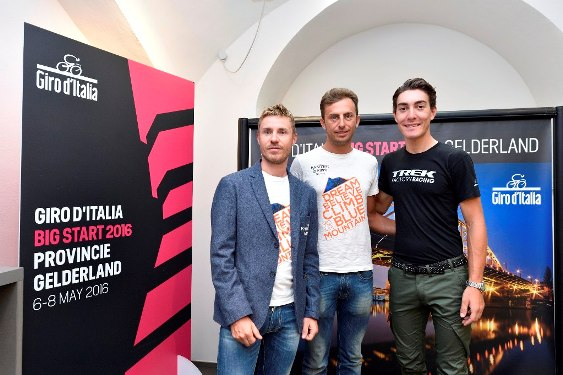 A dx Giacomo Nizzolo, pensa gia^ al Giro 2016 (Foto Kia Castelli)