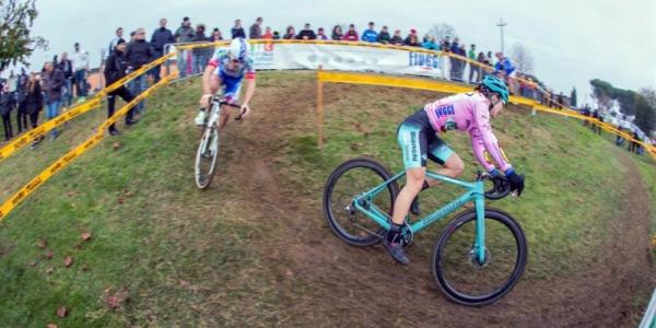 Teocchi, in maglia rosa del Giro d'Italia Ciclocross (Foto Michele Mondini)