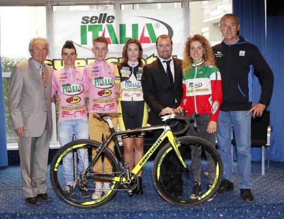 13.01.2015 - Stefano Sala (3^ da sx), in maglia rosa vincitore Giro d'Italia Ciclocross categoria Juniores