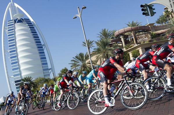 15.12.15 - fOTO COL GRATTACIELO vELA A DUBAI