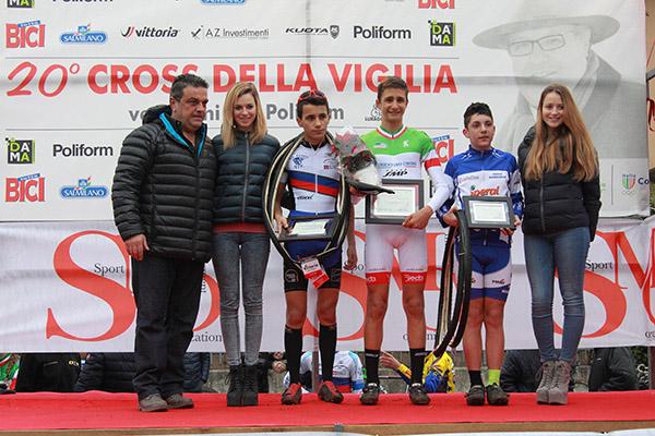 Podio Esordienti 2^ anno col grande Giovanni Bartesaghi (Foto Kia Castelli)