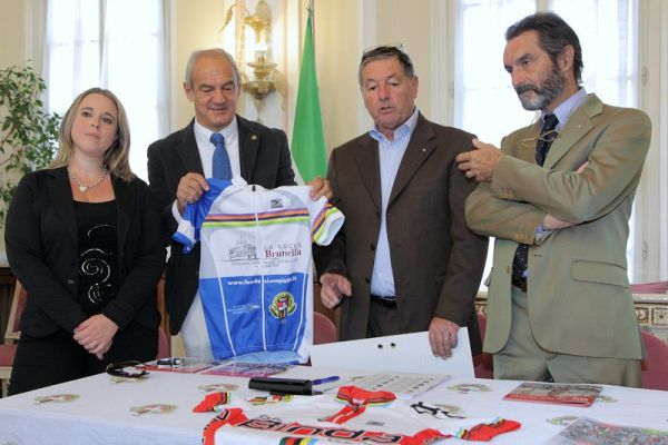 Renzo Oldani, presidente della SC Binda, 3^ da destra (Foto Beppe Fierro)