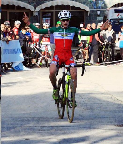 Jakob Dorigoni vince la gara Juniores (Foto Soncini)