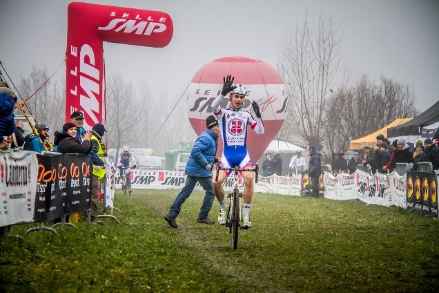 Andrea Pozzato vince tra gli juniores (Foto Alessandro Billiani)