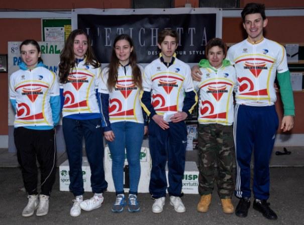 da sx, Elisa Lugli, Matilde Buriani, Andrea Quattrone, Andrea Ostolani, Mattia Toni, Alessandro Albani, neo campioni regionali ciclocross Emilia Romagna