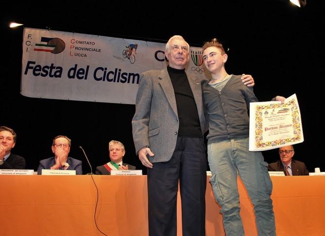 Alessio Pardini premiato da Della Santa (Foto Ferruccio Possenti)