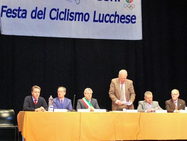 Gianfranco Battaglia al tavolo di presidenza (Foto Ferrucvcio Possenti)