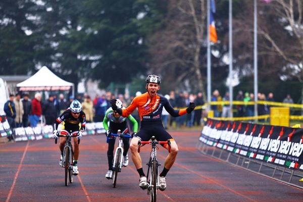 Alessandro Picco vince gara Juniores a Somma Lombardo (Foto Donato di Santo)