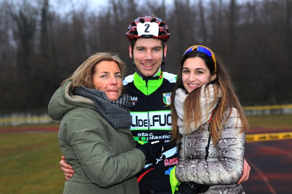 Fabio Todaro con la mamma Renata e la fidanzata (Foto Soncini)