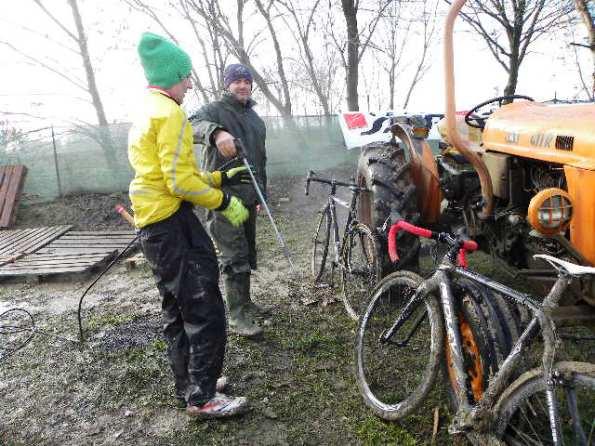 Fase lavaggio bici (Foto Nastasi)