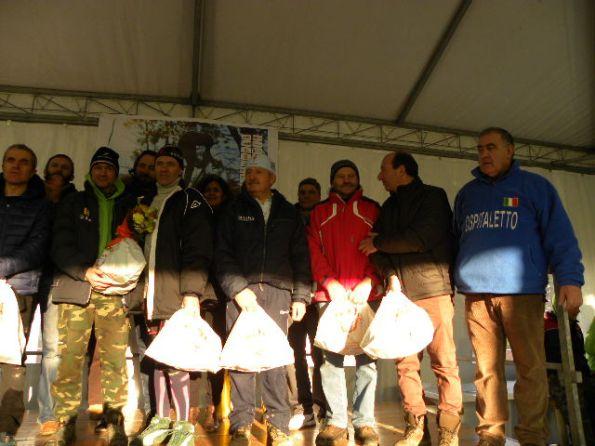 Fase premiazioni Amatori  con l'Organizzatore Fausto Armanini (Foto Nastasi)