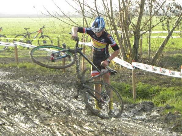 La caduta di Bruno Marchetti (Foto Nastasi)