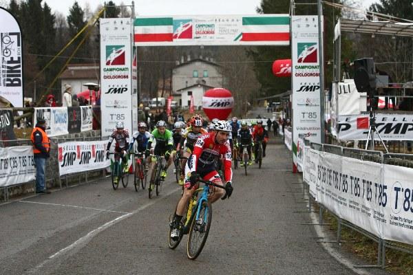 Campionato Italiano Ciclocross - Stefano Migliorini della Cicli Taddei guida il gruppo (Scanferla)