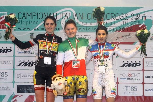Campionato Italiano Ciclocross-da sx, Ilaria Pola, Nicole Fede e Gaia Pagotto, Podio TRICOLORE Donne Allieve 2^ (Foto Scanferla)