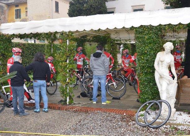 Officina all'aperto a Montecatini