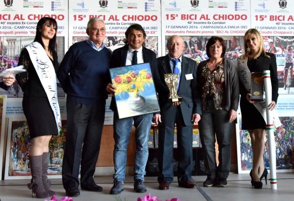Claudio Chiappucci riceve il quadro dell'Artista Lidia Bertei e il Premio del Grande Ex (Foto di Armanden)