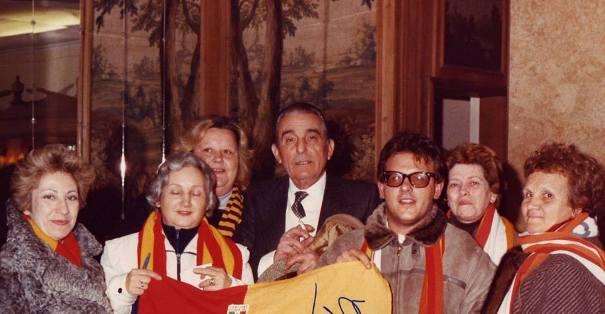 Il Presidente Viola attorniato da tante tifose della Roma