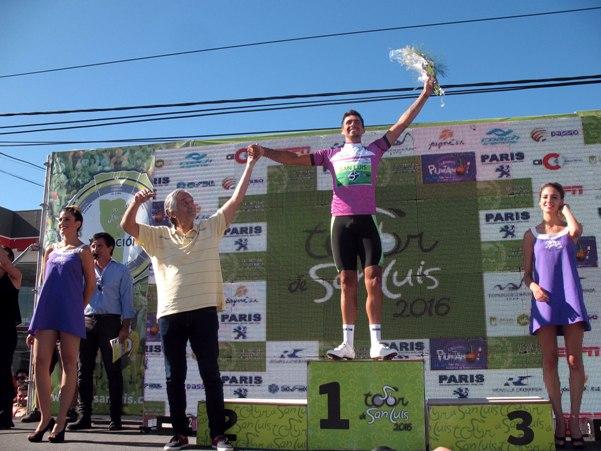 Emmanuel Guevara sul podio Sprint col Governatore di San Luis (Foto Pablo Cersomino)