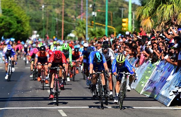 Il testa a testa tra Viviani e Mareczcko a San Luis (Foto Pablo Cersomino)