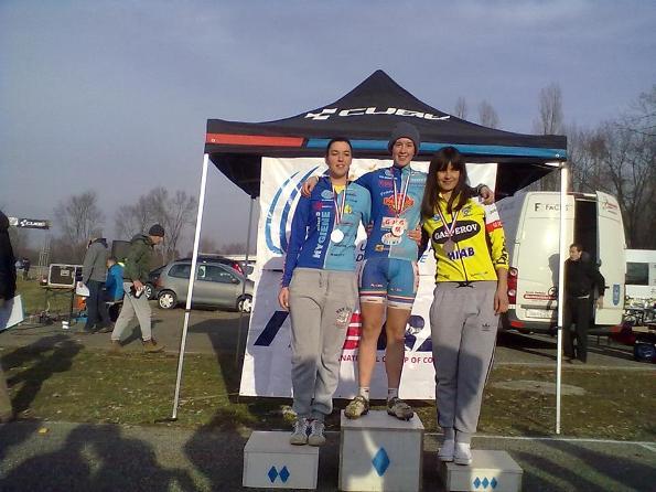 Podio Campionato Croato Ciclocross vinto da Gloria Musa, qui sul podio con la sorella Alessandra, 2^ classificata