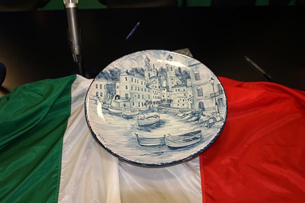 Il Trofeo col Tricolore (Foto Kia Castelli)