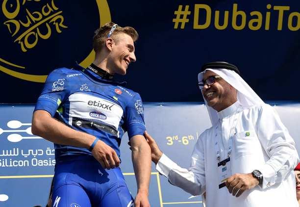 Kittel sul podio con un Dignotario di Dubai (Foto Ansa)