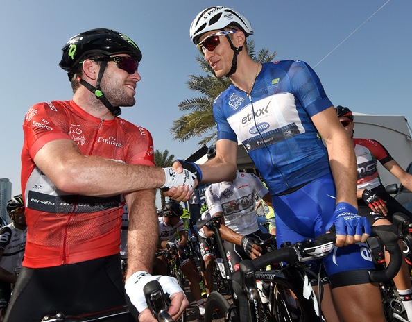 Cycling: Dubai Tour 2016; Dubai-Fujairah Cavendish in maglia rossa e Kittel in maglia azzurra (Foto Ansa)