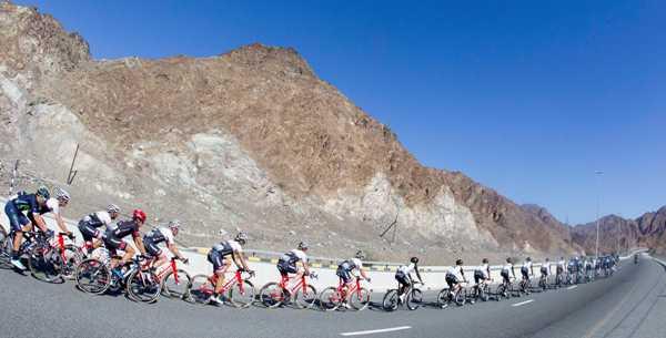 Cycling: Dubai Tour 2016 - Il Gruppo sulle montagne (Foto Ansa)