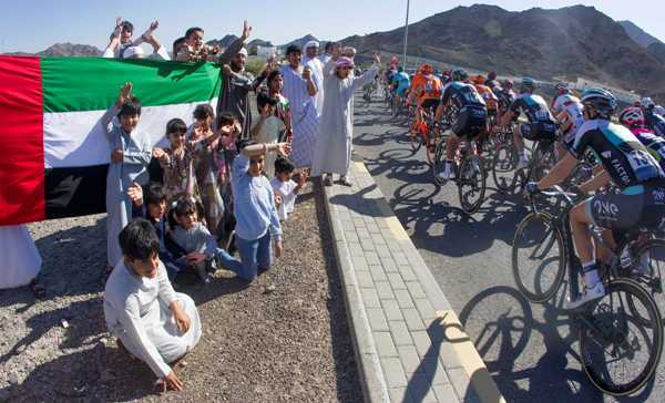 Cycling: Dubai Tour 2016 - Fase di corsa con tifosi (Foto Ansa)