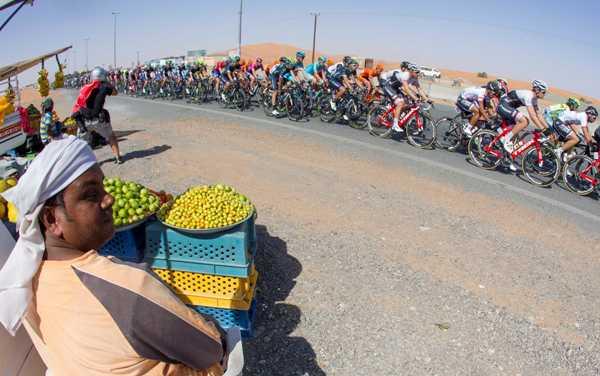 Cycling: Dubai Tour 2016 - Mercato ambulante sul percorso (Foto Ansa)