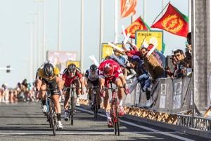 Kristoff su Cavendish nella 2^ Tappa del Giro del Qatar (Foto A.S.O.)