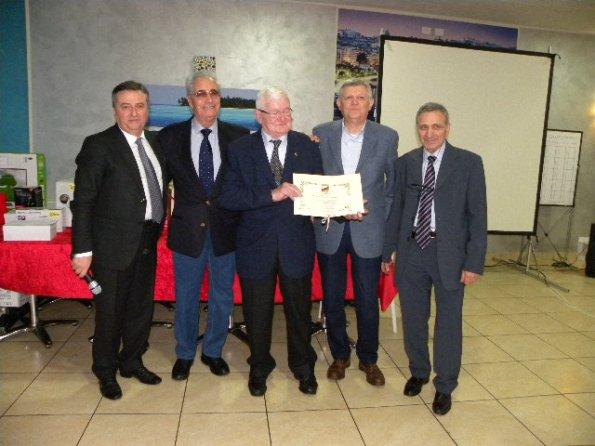 Premiazione del Presidente Onorario, Giuseppe Bettinelli da parte del Sindaco Colombo e del presidente Claudio Frenati (Foto Nastasi)