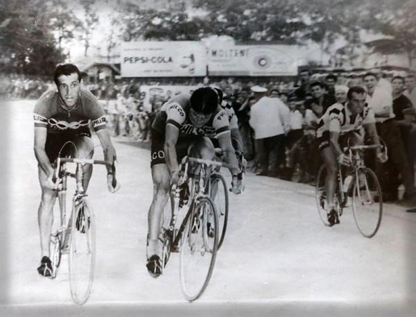 Fezzardi vince la Tre Valli Varesine del 1962 su Hovenaers, Sartore e Balmamion