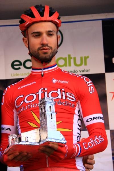 Nacer Bouhanni premiato prima della partenza (Foto Jean Claude Faucher)